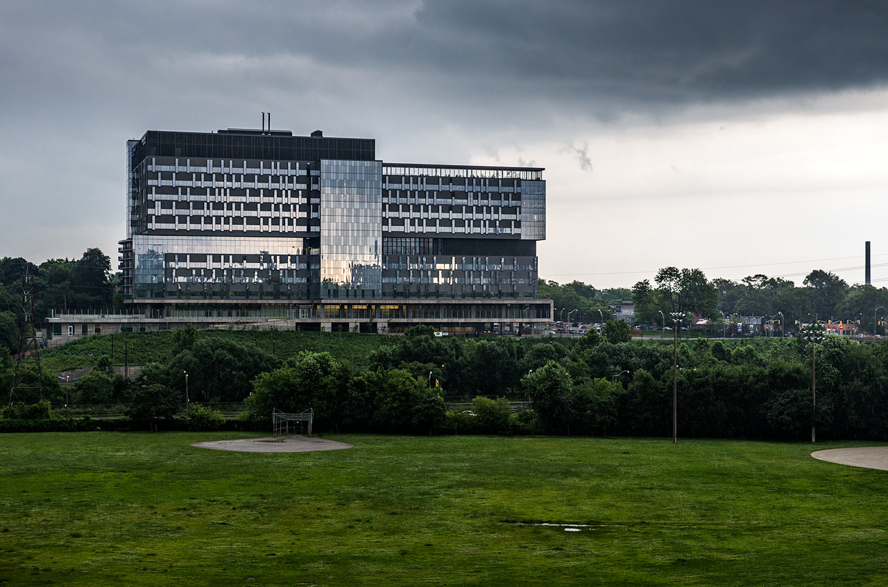 bridgepoint-health_riverdale-park_rain_close_01
